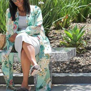 🌾 Zara green floral kimono